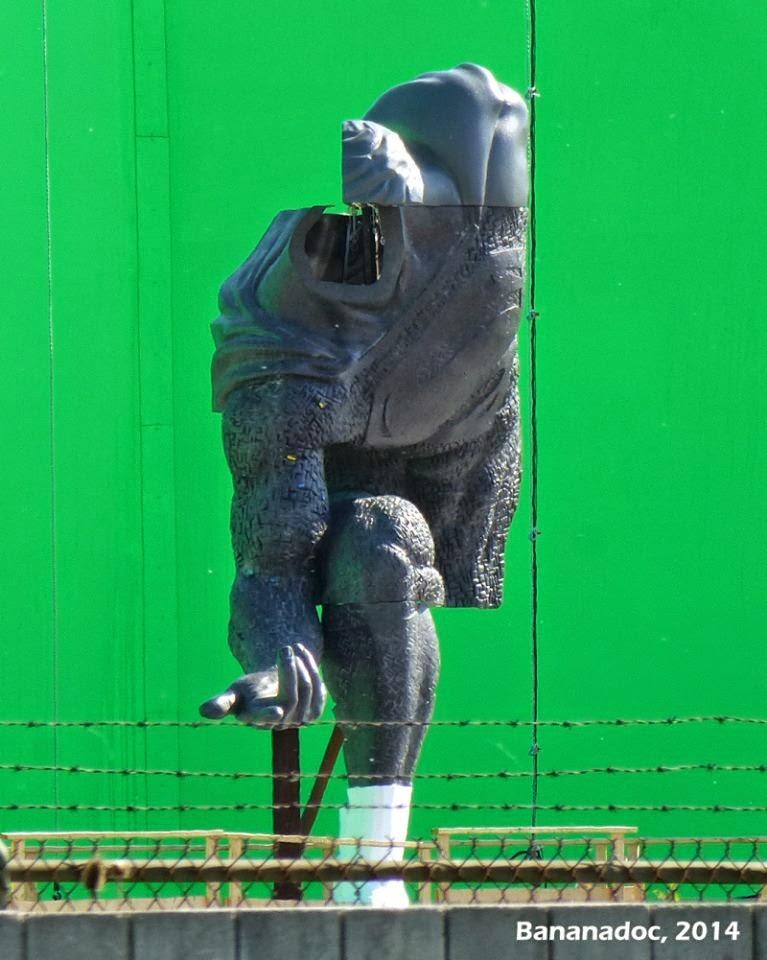 El set de rodaje de 'Batman v Superman: Dawn of justice' revela edificio de LexCorp y estatua de Superman