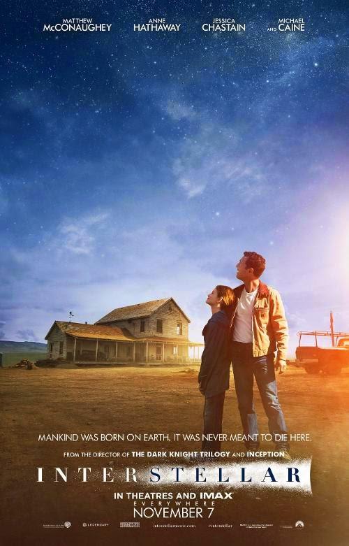 Matthew McConaughey observa la salvación en el nuevo póster de 'Interstellar'