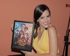 La polifacética Roko pone voz a Miss Acacia en 'La Mecánica del Corazón'