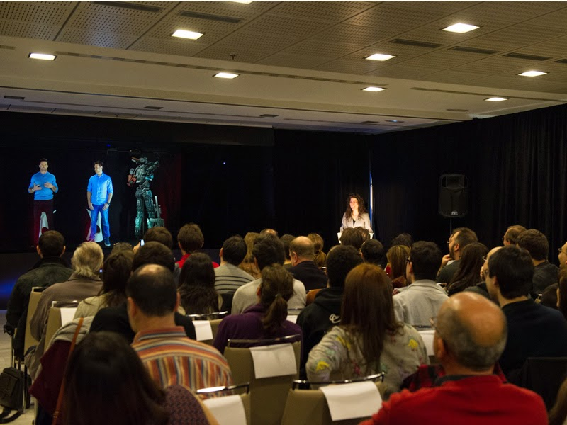 Los hologramas de Hugh Jackman y Neill Blomkamp presenta 'Chappie' en Madrid
