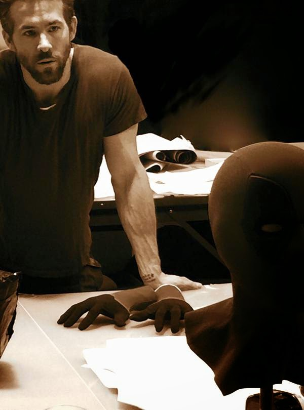 Ryan Reynolds comparte la primera imagen de la máscara que usará en 'Deadpool'