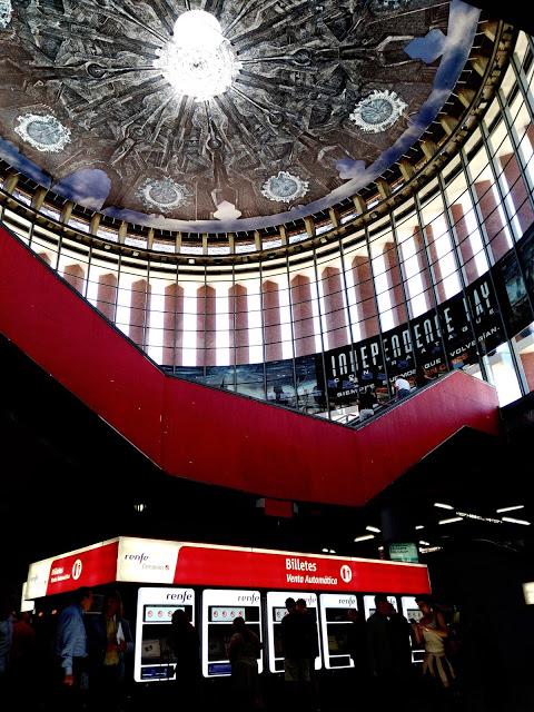 Una nave alienígena a punto de aterrizar sobre la estación de Atocha... se acerca 'Independence Day: Contraataque'