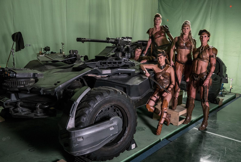 'Liga de la Justicia': Aquaman se deja ver entre peces y nuevas fotos de las amazonas