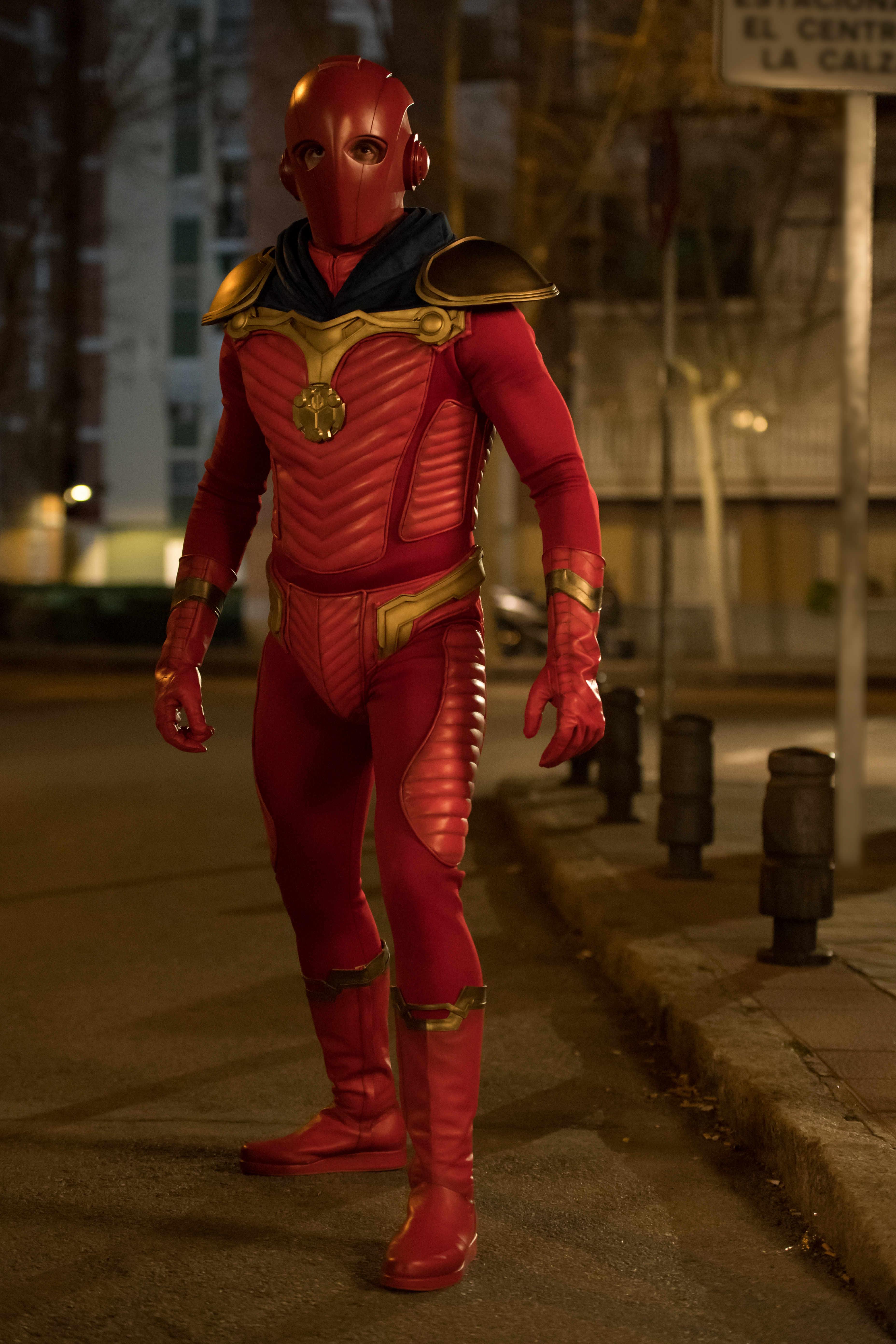 'El vecino': Desvelado el aspecto del misterioso superhéroe que interpreta Quim Gutiérrez