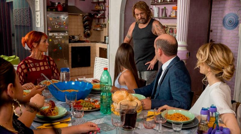 'Como pez fuera del agua': Póster y tráiler de la exitosa comedia italiana