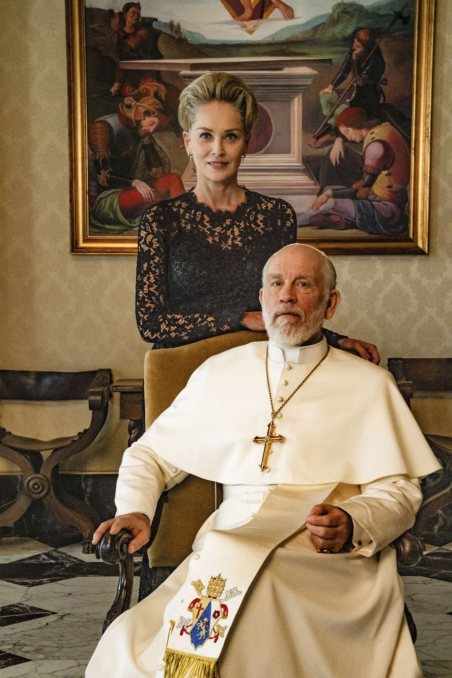 Sharon Stone y John Malkovich en The New Pope