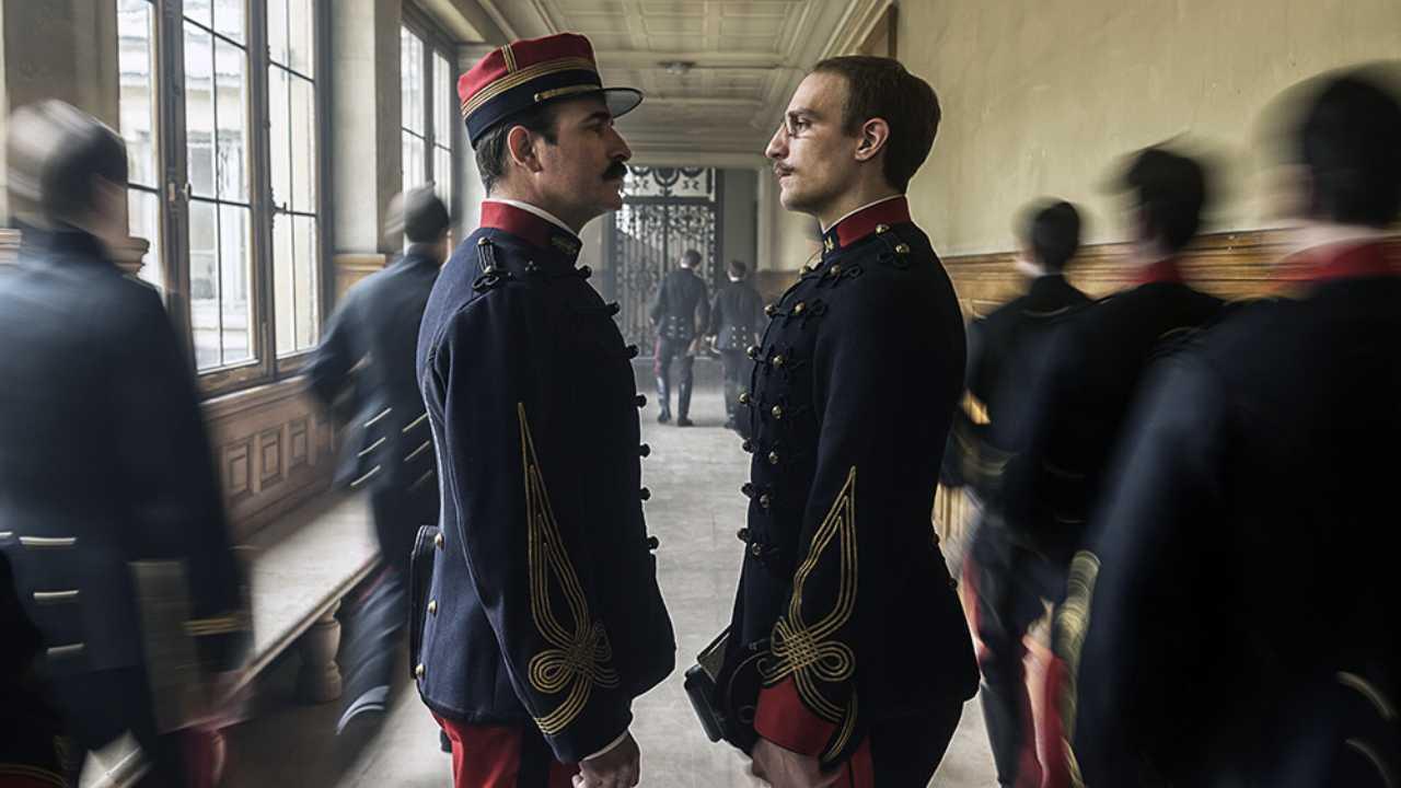 El oficial y el espía